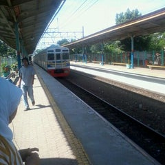 Photo taken at Stasiun Pondok Cina by Danang P. on 12/30/2011
