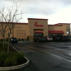 Photo taken at Chick-fil-A by Crillmatic on 12/20/2010