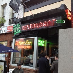Photo taken at Tune Inn Restaurant & Bar by Frank on 4/26/2012