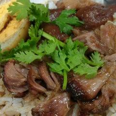 Photo taken at บะหมี่ แสบ X2 (Noodle+Khamoo Restaurant) by Pukkanan T. on 9/22/2011
