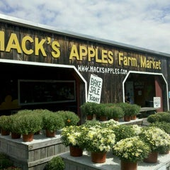 Photo taken at Mack's Apples by WayneNH on 9/11/2011