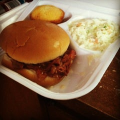 Photo taken at Speed Queen Bar-B-Q by Tommy C. on 5/30/2012