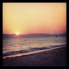 Photo taken at Παραλία Πλάκας (Plaka Beach) by Peter M. on 8/16/2012