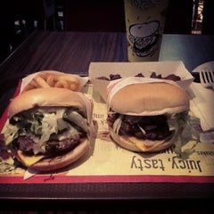 Photo taken at Fatburger by mirza m. on 7/8/2012
