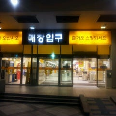 Photo taken at 이마트 (emart) by Simon Y. on 9/9/2011