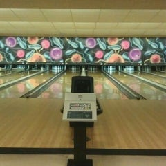 Photo taken at Dixie Bowl by Michael J. on 2/16/2012