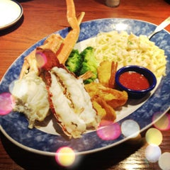 Photo taken at Red Lobster by Monique on 8/5/2012