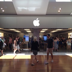 Photo taken at Apple Store, Chermside by Golffy N. on 2/12/2012