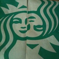 Photo taken at Starbucks by Kiquin G. on 2/19/2012