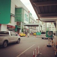 Photo taken at Plus Shopping Mall (พลัส ช้อปปิ้งมอลล์) by Kanunka b. on 6/19/2012