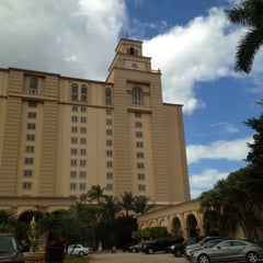 Photo taken at The Ritz-Carlton Resorts of Naples by Crystal J. on 12/24/2011