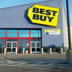 Photo taken at Best Buy by Victoria M. on 3/13/2012
