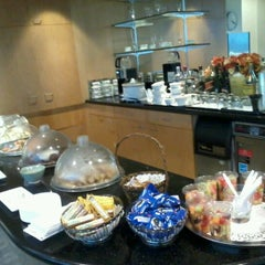 Photo taken at Philippine Airlines Mabuhay Lounge by Krystel M. on 9/5/2012