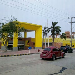 Photo taken at Centro Comercial Éxito 51B by Winston C. on 3/17/2012