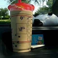 Photo taken at Fat Straws Bubble Tea & Juice by Alex V. on 5/18/2012
