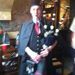 Photo taken at Killarney's Restaurant & Irish Pub by Annie L. on 3/17/2012