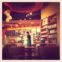 Photo taken at Starbucks (สตาร์บัคส์) by Tom ™. on 7/25/2011