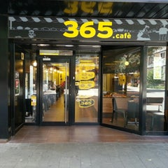 Photo taken at 365.cafè by Lluís F. on 7/22/2012