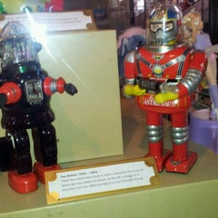 Photo taken at V&A Museum Of Childhood by Rosella D. on 12/16/2011