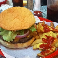 Photo taken at Fuddruckers by Lou P. on 12/5/2011