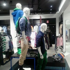 Photo taken at H&M by Marce P. on 1/11/2012