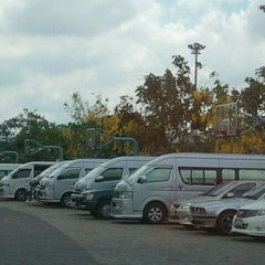 Photo taken at สนามบาส กกท. หัวหมาก by Sergieo E. on 3/9/2012