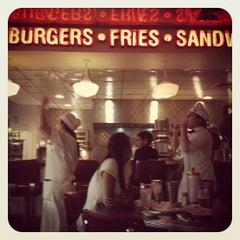 Photo taken at Johnny Rockets by Chikiza G. on 1/24/2012