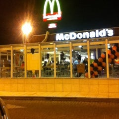 Photo taken at McDonald's by Ronaldo L. on 10/16/2011