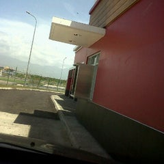 Photo taken at KFC by Damien R. on 9/24/2011