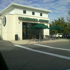 Photo taken at Starbucks by Kenny H. on 11/3/2011
