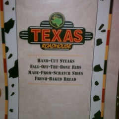 Photo taken at Texas Roadhouse by Andres G. on 10/28/2011
