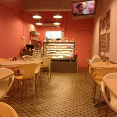 Photo taken at Crumbs. by Arie W. on 6/17/2012