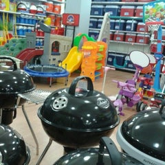 Photo taken at ACE Hardware by Iytha T. on 7/18/2012