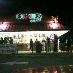 Photo taken at Bruster's Real Ice Cream by Jason F. on 5/12/2012