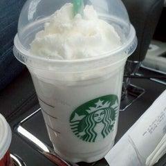 Photo taken at Starbucks by Yong B. on 12/16/2011