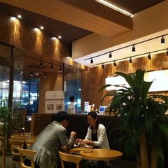 Photo taken at Rolling in Coffee by Jeong-seok P. on 8/22/2011