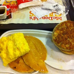 Photo taken at McDonald's / McCafé by Dimple P. on 7/26/2012