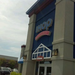 Photo taken at IHOP by Grasshopper H. on 4/14/2012