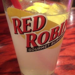Photo taken at Red Robin Gourmet Burgers by Ernie S. on 6/19/2012