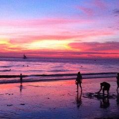 Photo taken at White Beach by ✨Vasilina W. on 3/11/2012