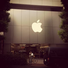 Photo taken at Apple Store 渋谷 by miisai on 6/18/2012