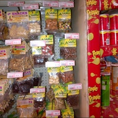 Photo taken at Hi-Lo Food Stores by GURU H. on 8/20/2012