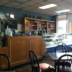 Photo taken at Papouli's Mediterranean Cafe and Market by Jace Y. on 4/29/2012