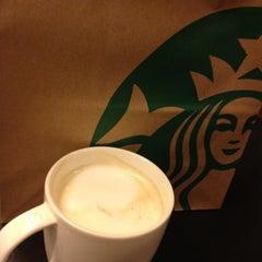 Photo taken at Starbucks (สตาร์บัคส์) by Yui W. on 4/15/2012