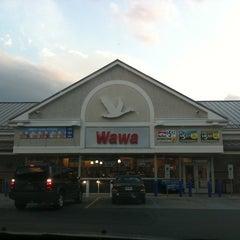 Photo taken at Wawa Food Market #834 by Margaret K. on 8/10/2011