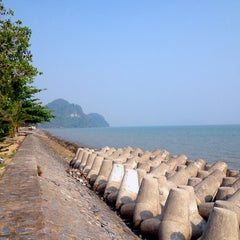 Photo taken at ลังกาบีช รีสอร์ท by Kimleng on 8/11/2012