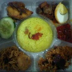 Photo taken at Nasi kuning BU ELIM by Amanda K. on 6/13/2012