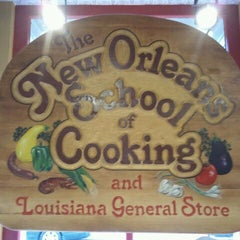 Photo taken at The New Orleans School of Cooking by HTEDance on 9/3/2011