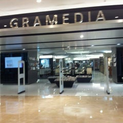Photo taken at Gramedia by Bimo N. on 8/24/2011