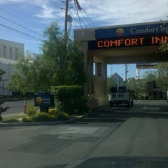 Photo taken at Comfort Inn Paradise/McCarran Internal by Mark W. on 8/21/2011